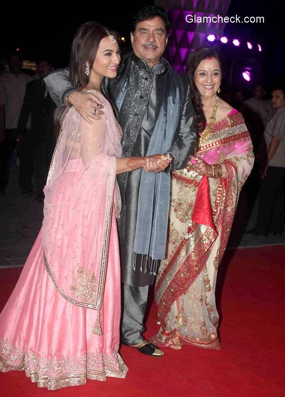 Sonakshi Sinha at brother Luv Sinha wedding reception