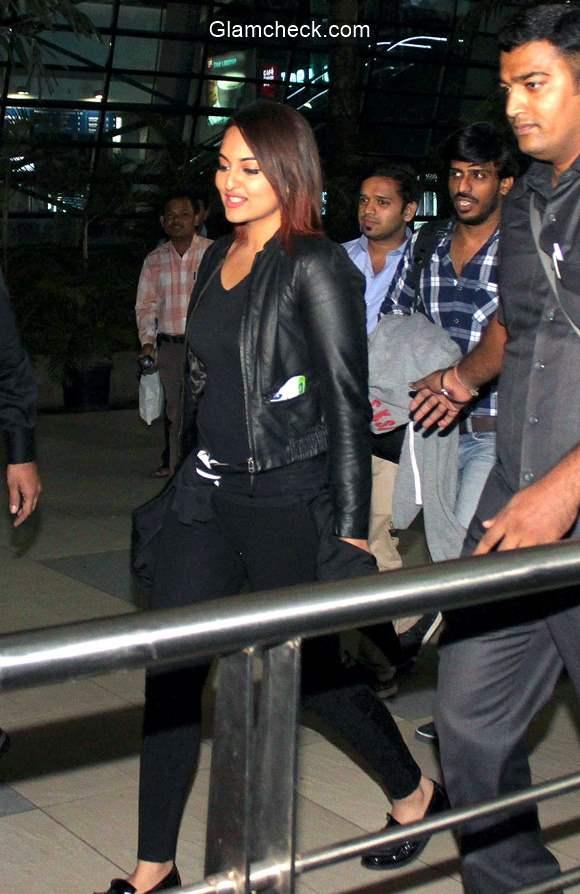 Sonakshi Sinha spotted at Mumbai airport