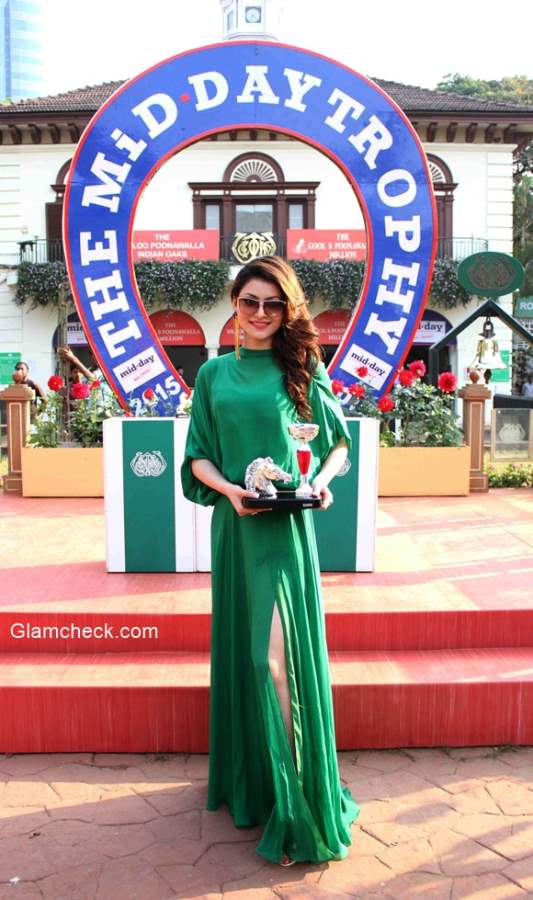 Urvashi Rautela at the annual Mid-Day Trophy 2015