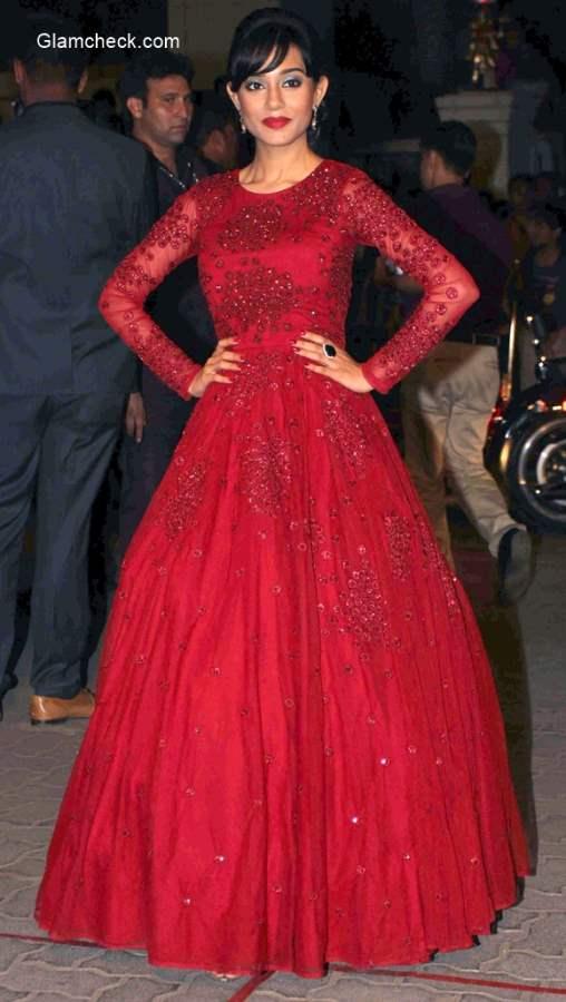 2015  60th Filmfare Awards Amrita Rao