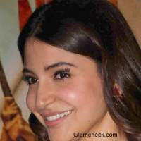 Anushka Sharma False Eyelashes faux pas