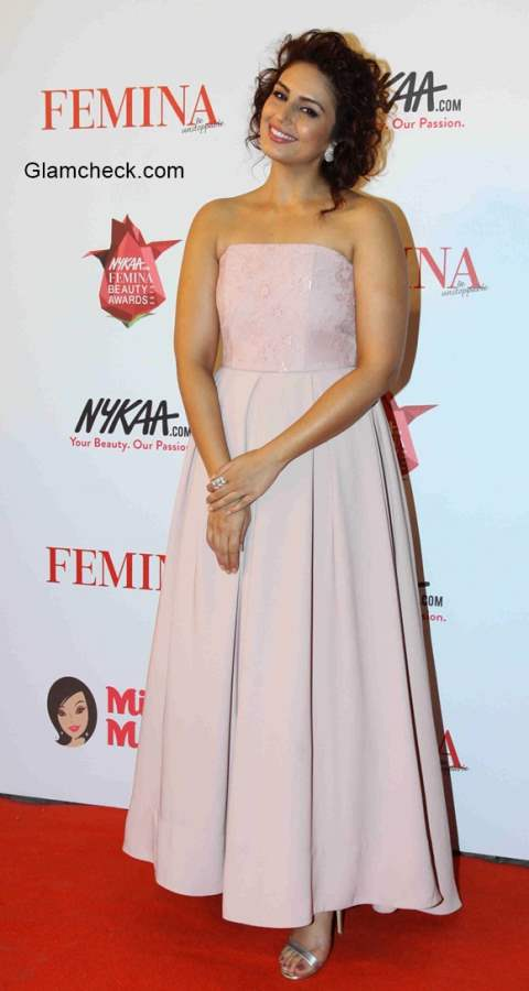 Huma Qureshi in Sonia Mehra during the Nykaa.com Femina Beauty Awards 2015