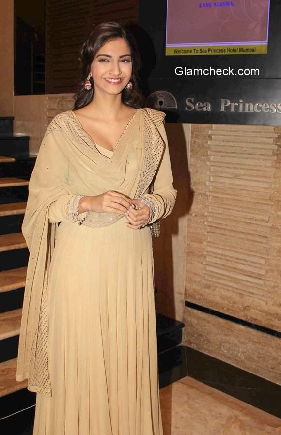 Sonam Kapoor 2015 in Anarkali suit