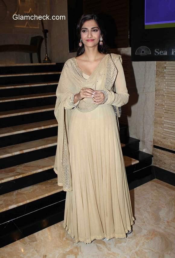 Sonam Kapoor in Anarkali suit 2015