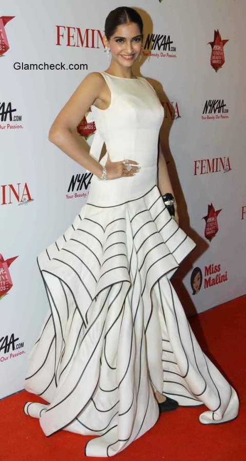 Sonam Kapoor in Isabel Sanchis at Femina Beauty Awards 2015