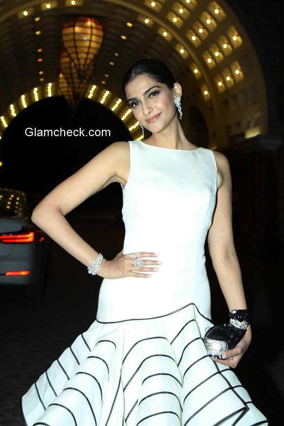 Sonam Kapoor in Isabel Sanchis gown at Femina Beauty Awards 2015
