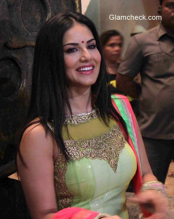 Sunny Leone desi look in film Leela