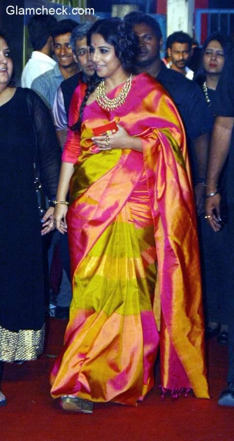 Vidya Balan in Sari at Mirchi Music award Bangla 2015