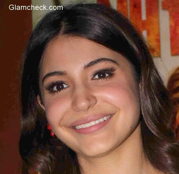 faux pas Anushka Sharma False Eyelashes