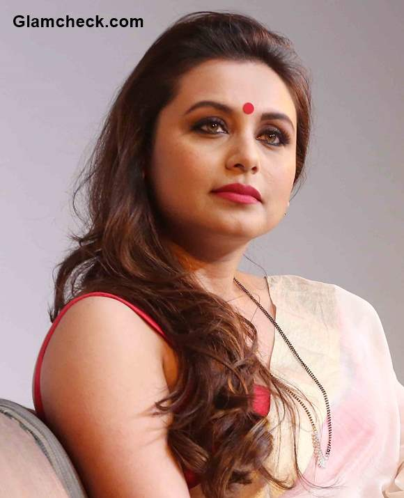 Get The Look  Rani Mukherjees Stunning White And Gold Saree Number-8711