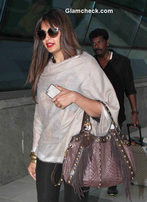 Bipasha Basu at Mumbai Airport