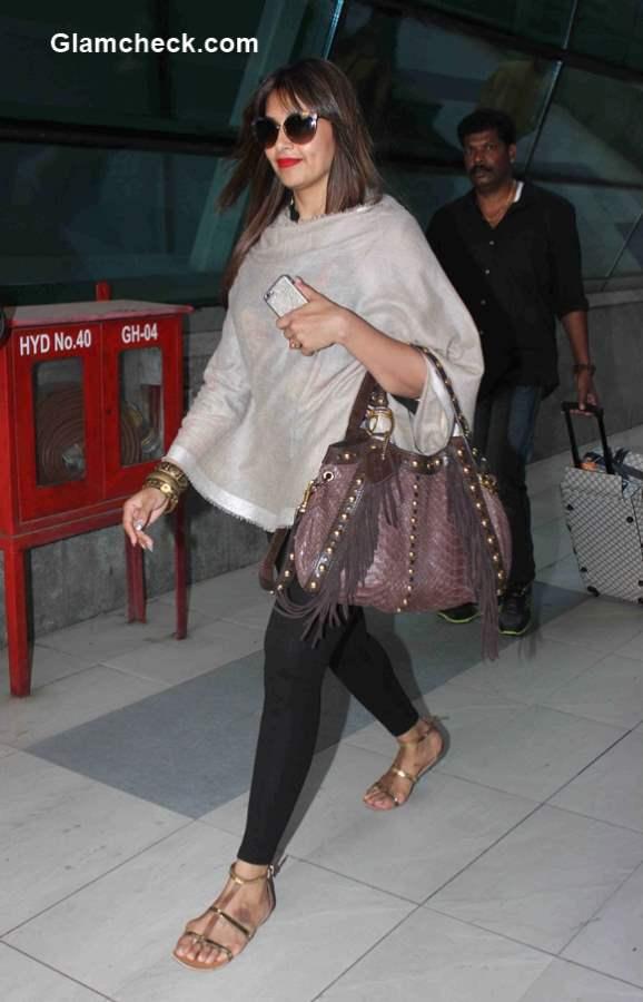 Celeb Travel Look Bipasha Basu at Mumbai Airport