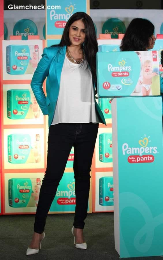 Genelia Deshmukh promotes Pampers baby dry pants