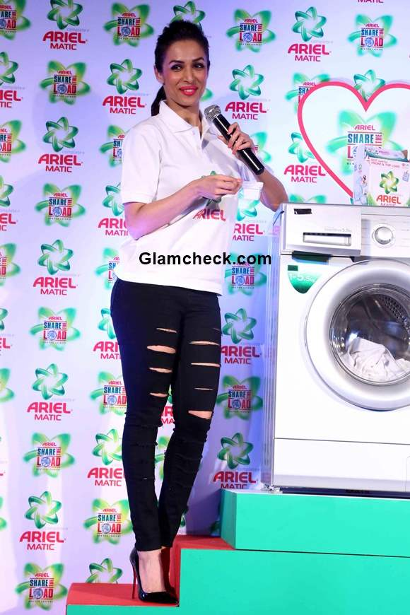 Malaika Arora Khan 2015 at the launch of Ariel His Her pack