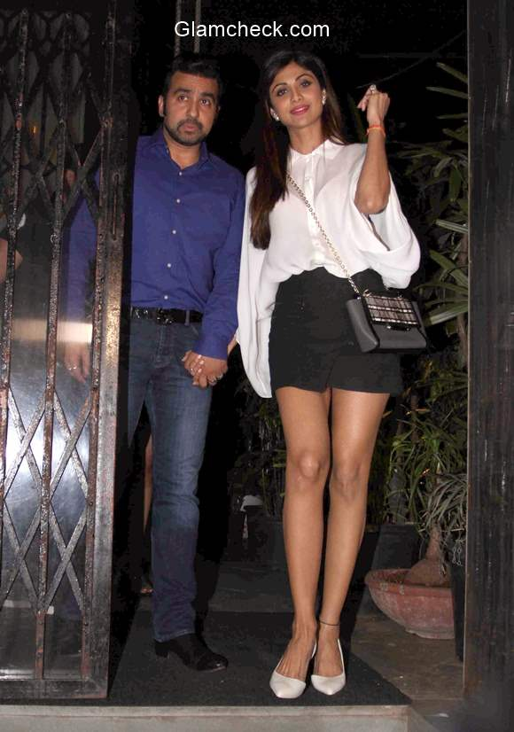Shilpa Shetty and Raj Kundra spotted outside a restaurant in Mumbai