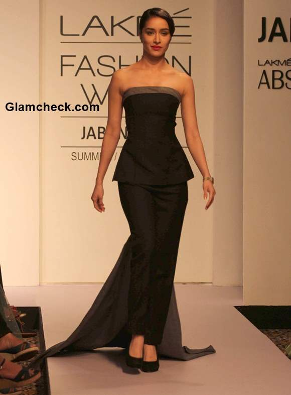 Shraddha Kapoor walks the ramp for the Lakme Absolute Sculpt show 2015