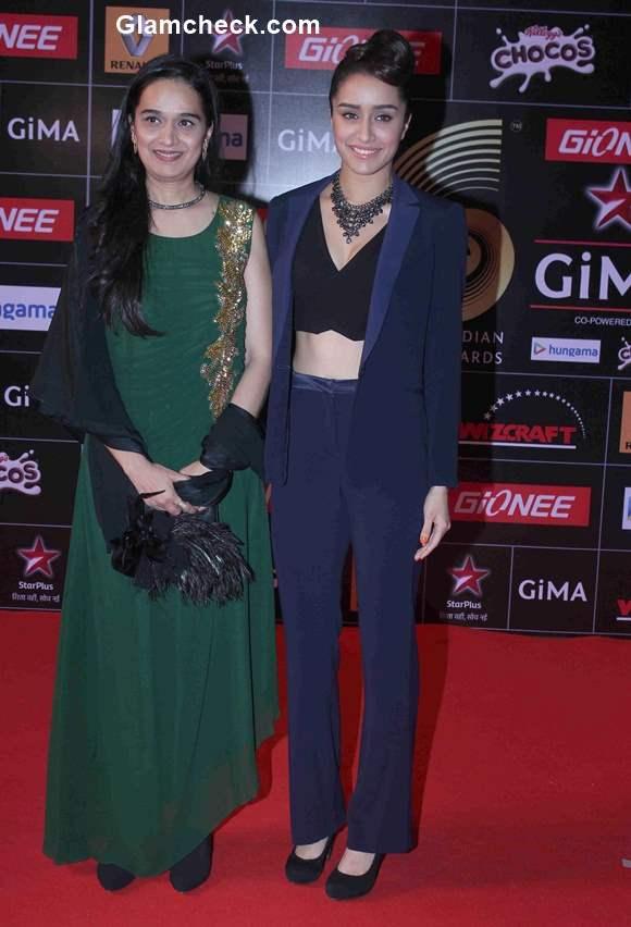 Shraddha Kapoor with her mother Shivangi Kolhapure