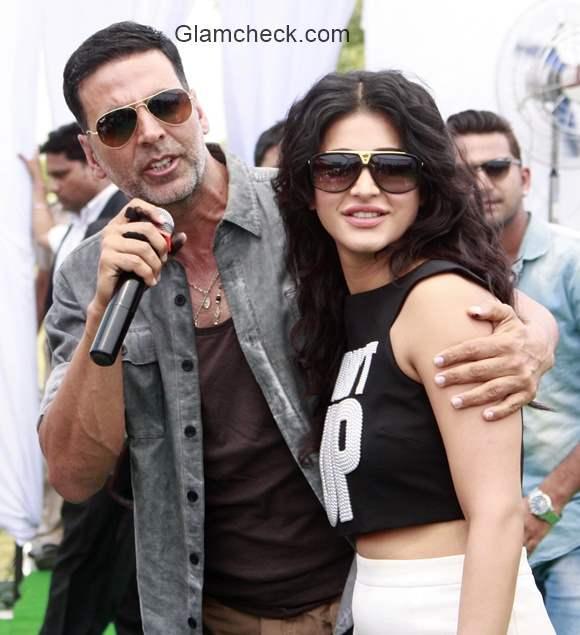 Akshay Kumar Shruti Haasan promotes Gabbar is Back in Gurgaon