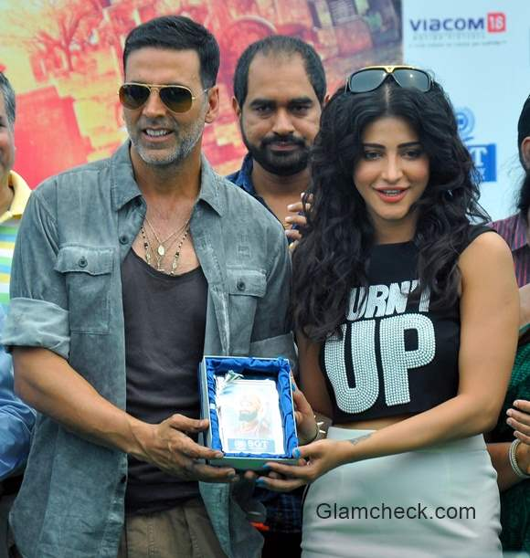 Akshay Kumar and Shruti Haasan promotes Gabbar is Back in Gurgaon