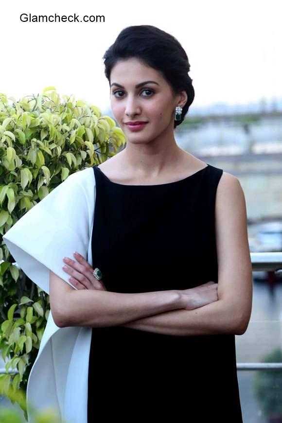 Amyra Dastur 2015