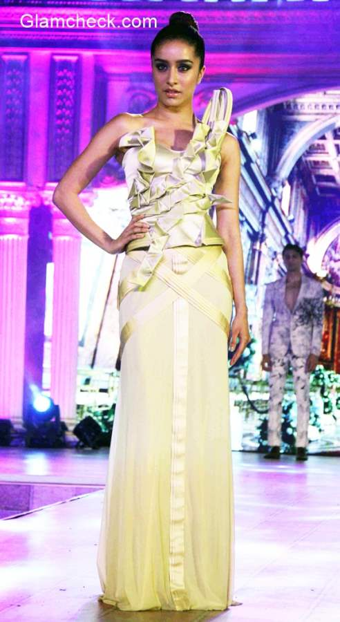 Shraddha Kapoor walks the ramp for Ken Ferns 2015