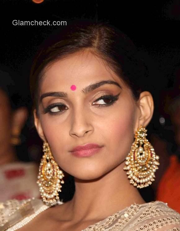 Sonam Kapoor Traditional Indian Look 2015