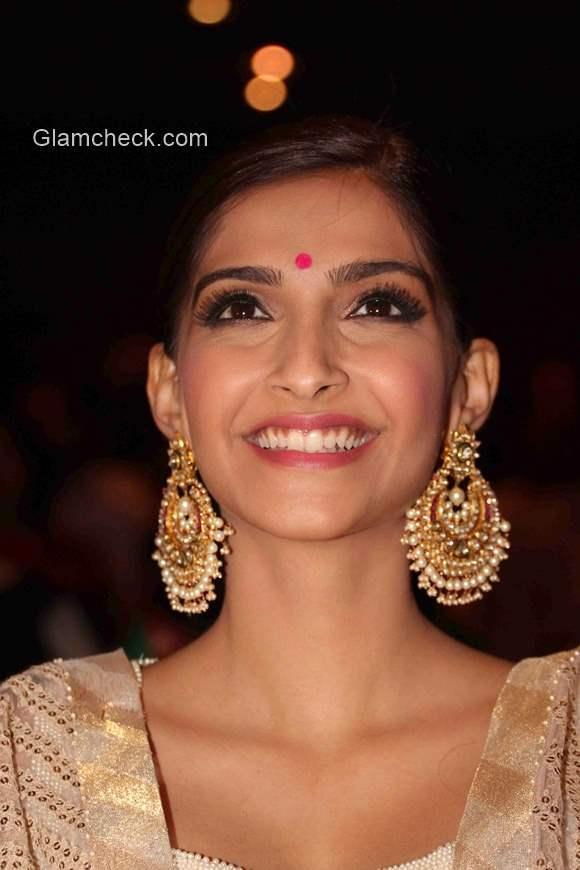 Sonam Kapoor Traditional Look 2015