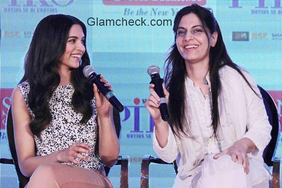 Deepika Padukone and Juhi Chaturvedi launches Piku gold jewellery
