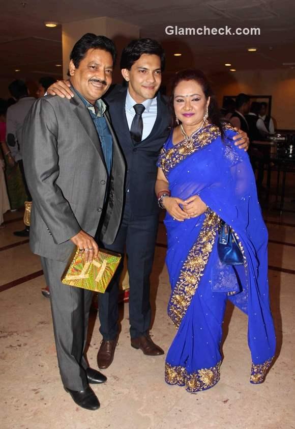 Udit Narayan with his son Aditya and wife Deepa