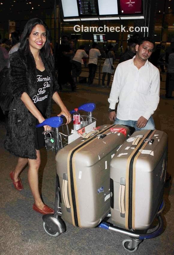 Esha Gupta at the Mumbai International Airport