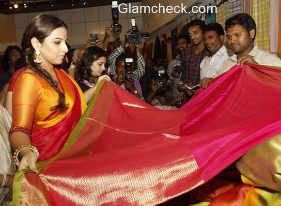Vidya Balan inaugurates the MP Tourism and Handicrafts exhibition