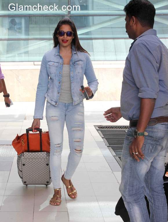 Bipasha Basu at Airport 2015