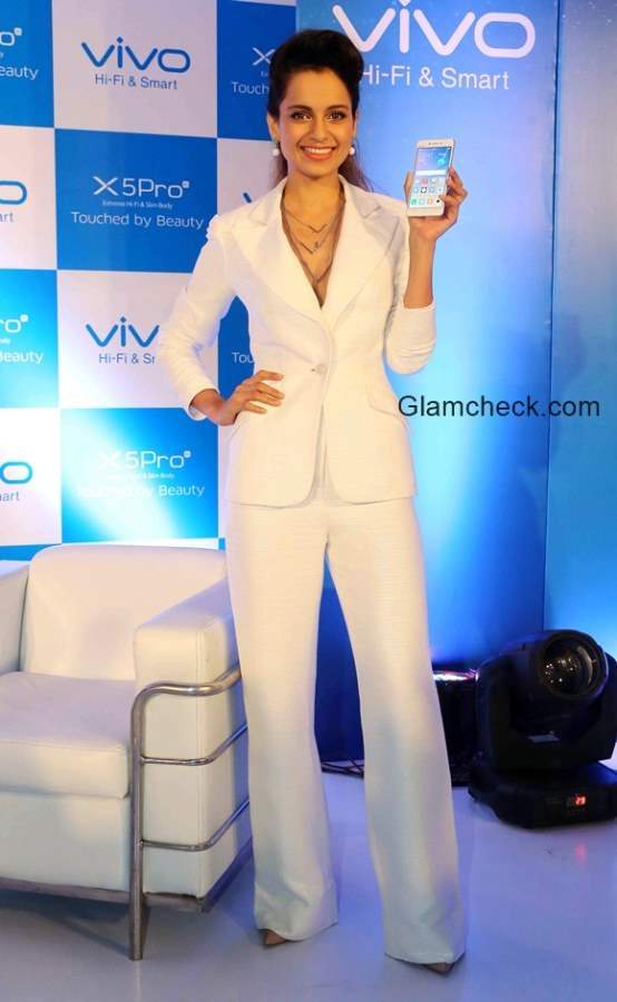 Kangana Ranaut at Vivo X5 Pro smart phone Launch in India
