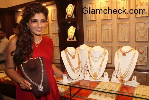 Raveen Tandon at PNG Try On Feature Launch