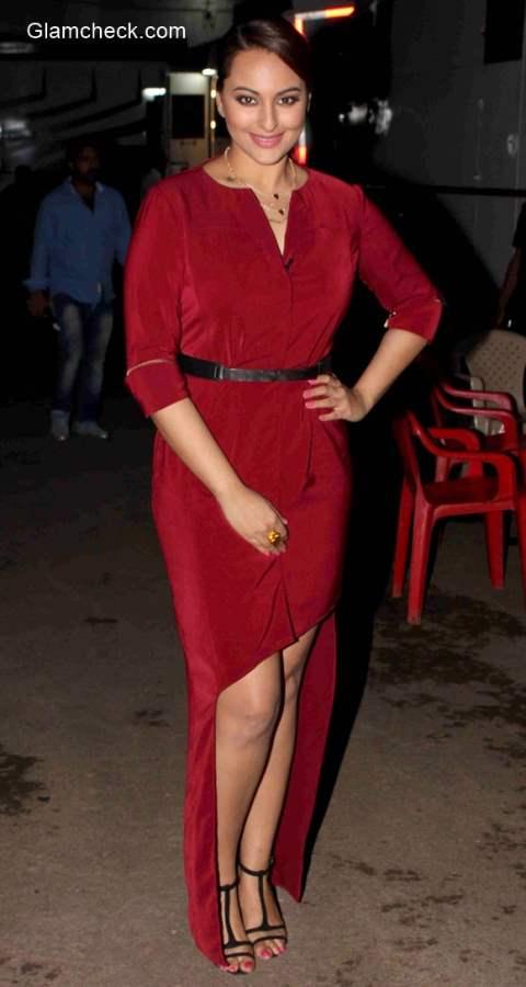 Sonakshi Sinha wears Selvage dress to Indian Idol Junior 2015