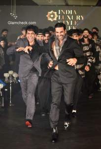 Akshay Kumar showstopper for Ramesh Dembla at the India Luxury Style Week – Men's Edition 2015