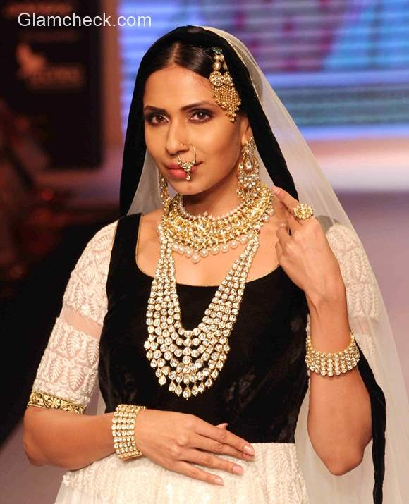 Shobha Shringar at India International Jewellery Week 2015