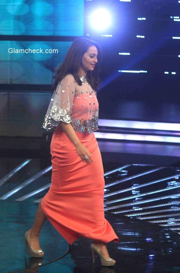 Sonakshi Sinha on the sets of Indian Idol Junior
