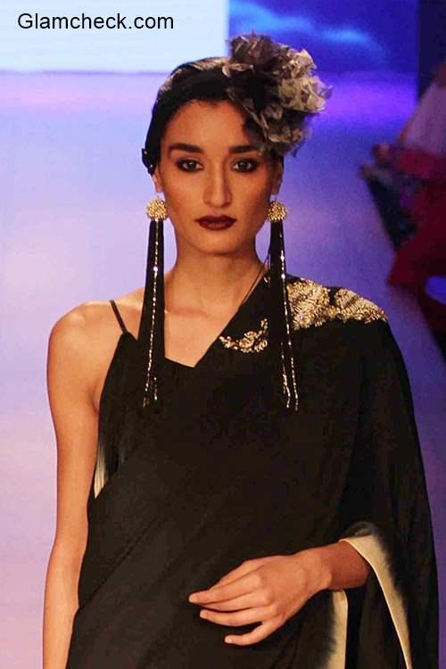 Styling plain saree