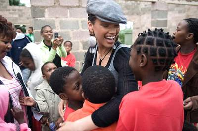 Celebs go off social networking for Alicia Keys charity