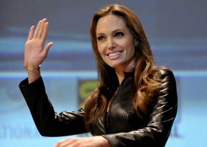 Charitable Jolie extends help in Italy