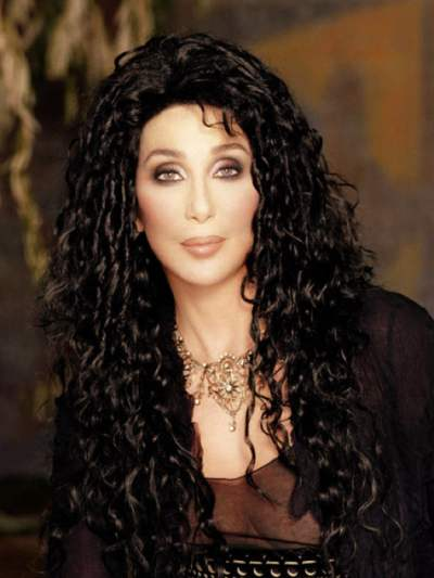Cher to undergo surgery for old foot injury