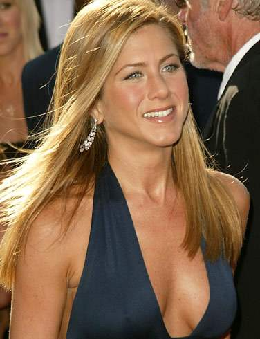 Jennifer Aniston not interested in intimate scenes with Pattinson