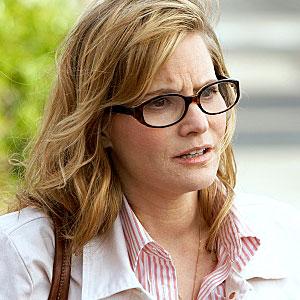 Jennifer Jason Leigh wants a divorce