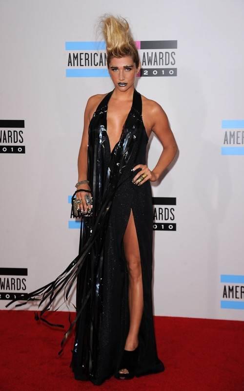 Kesha at 2010 AMAs