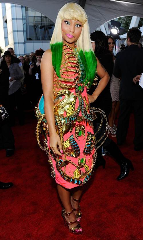 nicki minaj red carpet 2010. Nicki Minaj green highlights