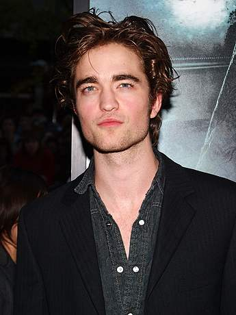 Robert Pattison to be auctioned off for charity