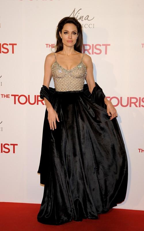 Angelina Jolie black velvet skirt The Tourist Madrid Premiere