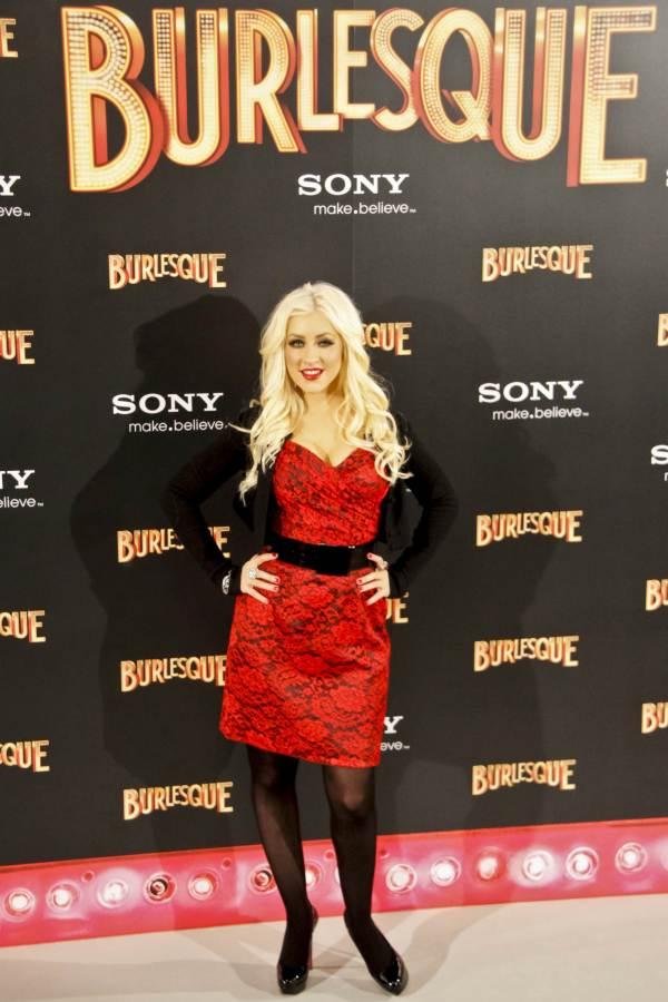 Christina Aguilera red-black lace dress
