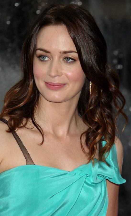 Emily Blunt hair-makeupo Gullivers Travels LA Premiere